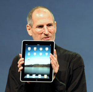 Steve Jobs with the Apple iPad no logo - Steve Jobs - Wikimedia Commons